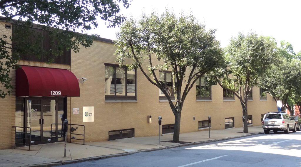 Dieses Gebäude in der 1209 North Orange Street in Wilmington, Delaware ist der Hauptsitz von 285.000 Firmen. By Davidt8 published under public domain.