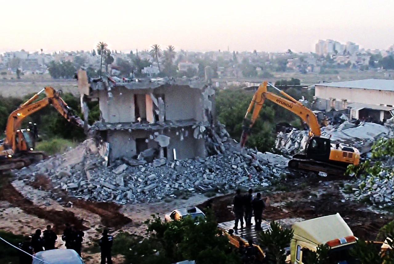 Eine besonders perfide Art der Kollektivbestrafung ist die Zerstörung von palästinensischen Wohnhäusern durch das israelische Militär. Wie hier in Dahamash im Mai 2015. By Hiba Dahamash, wikimedia commons, licensed under CC BY-SA 4.0(edited).