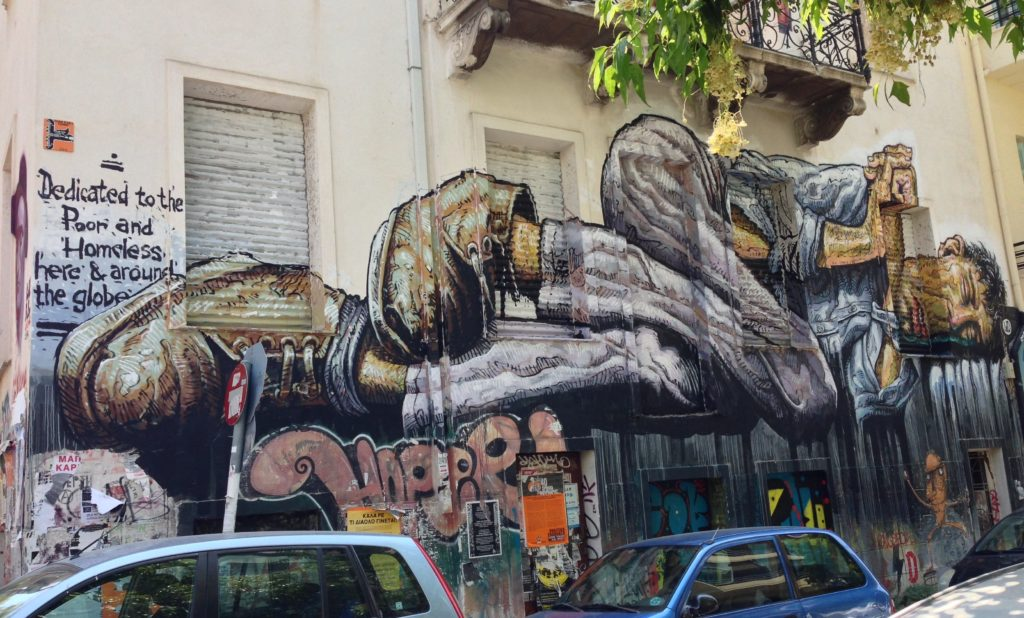 "Das Street-Artwork ""No Land fort he Poor"" des balinesischen Künstlers WD in Athen ist ""Dedicated to the Poor and Homeless, here & around the globe."" By Dimitris Kamaras, flickr, licensed under CC BY 2.0 (cropped)."