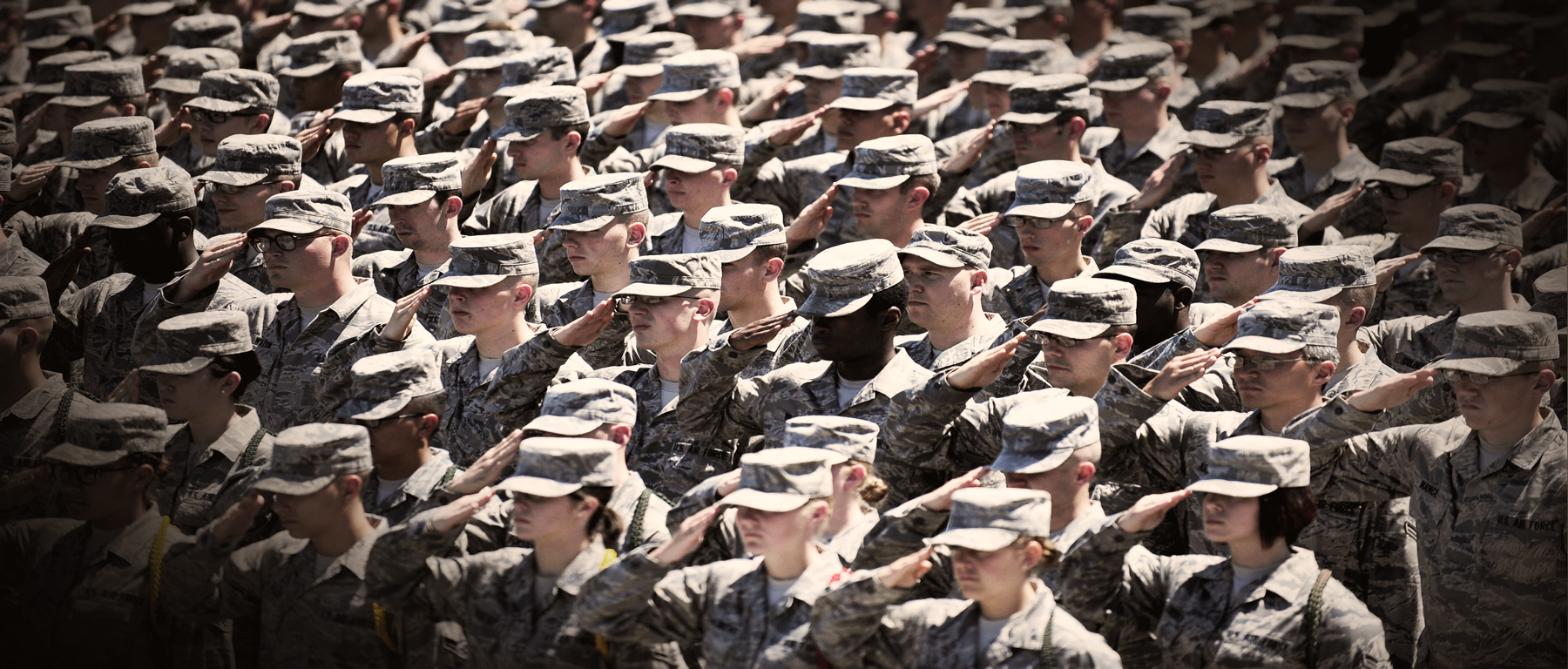 Uniform heißt Unterordnen <br>  <span id='sec-title'>Ein Abgeordneter in Uniform ist immer noch ein Idio… keine gute Idee.</span>