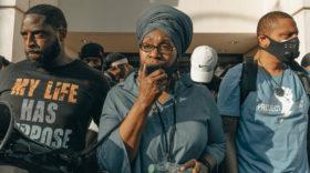 Wie Trump Millionen Schwarze Amerikaner:innen mit gezielter Werbung vom Wählen abhalten wollte